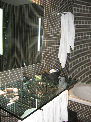 fancy bathroom black tile wall