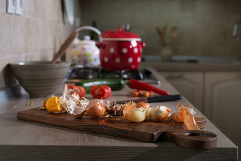 onions-on-a-cutting-board